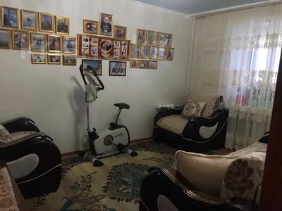 4-комнатная квартира, 80 м², 6/9 этаж, Сатыбалдина 7 за 20 млн 〒 в Караганде, Казыбек би р-н — фото 12