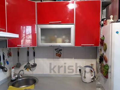 3-комнатная квартира, 62 м², 3/5 этаж, 7 мкр. 64 за 11 млн 〒 в Темиртау — фото 2
