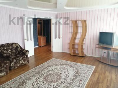 3-комнатная квартира, 85 м², 3/4 этаж посуточно, Достык 196 за 12 000 〒 в Уральске — фото 2
