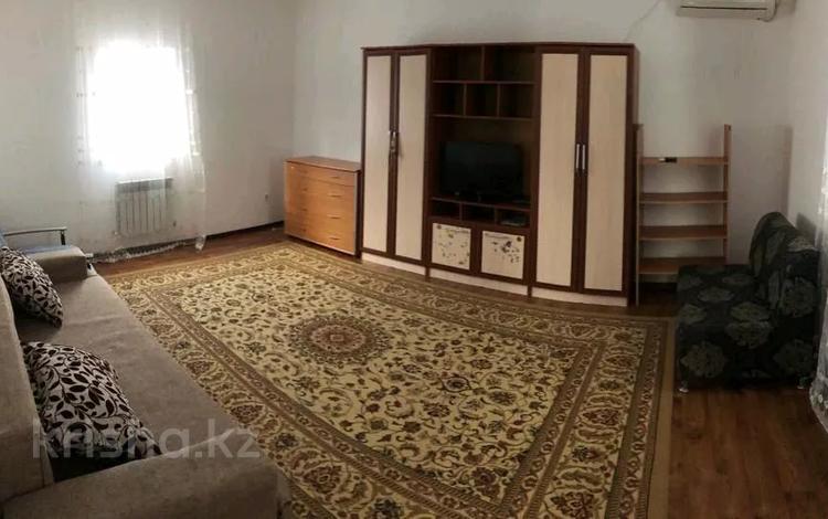 2-комнатный дом помесячно, 60 м², 5 сот., Досымов 177 — Курмангазы Алиева за 90 000 〒 в Атырау