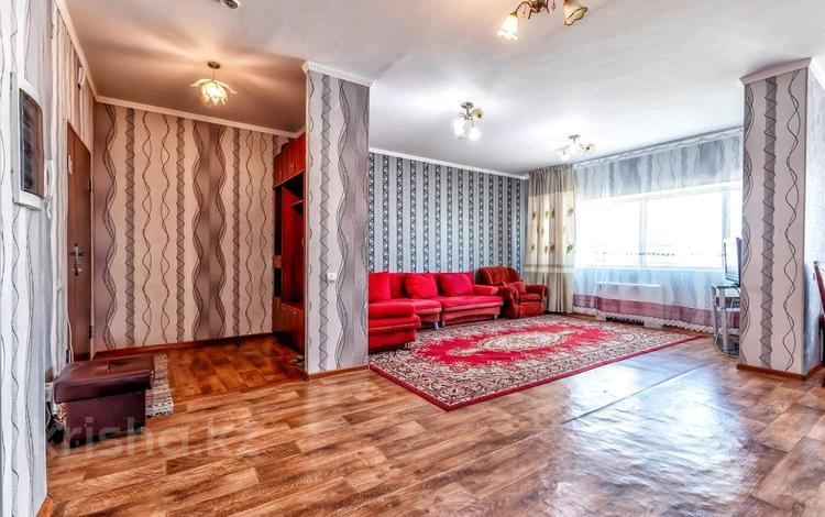 2-комнатная квартира, 100 м², 15/38 этаж посуточно, Достык 5 — Акмешит за 8 000 〒 в Нур-Султане (Астана), Есиль р-н