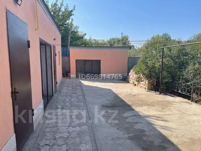 7-комнатный дом, 300 м², 10 сот., Есказы Нурумова 4 за 65 млн 〒 в