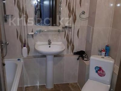 1-комнатная квартира, 50 м², 9/12 этаж посуточно, Сарайшык 34 — Акмешит за 9 000 〒 в Нур-Султане (Астана) — фото 10