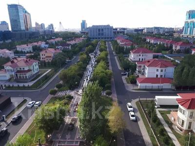 1-комнатная квартира, 50 м², 9/12 этаж посуточно, Сарайшык 34 — Акмешит за 9 000 〒 в Нур-Султане (Астана) — фото 15