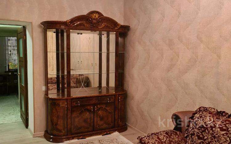 2-комнатная квартира, 44 м², 2/3 этаж посуточно, Тауке хана 90 — Т Орынбаева за 8 000 〒 в Шымкенте, Енбекшинский р-н
