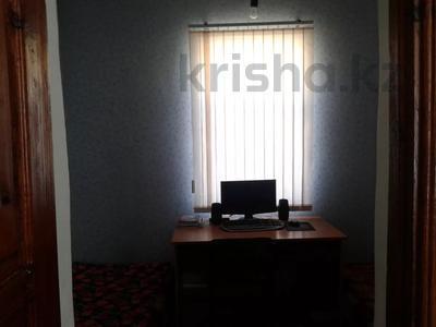 7-комнатный дом, 130 м², 8 сот., Дулатова 4 — Култекенова за 9 млн 〒 в  — фото 5