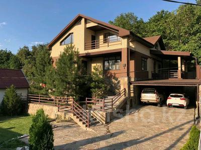5-комнатный дом, 310 м², 7.4 сот., Сарсенбаева 174 за 107 млн 〒 в Алматы, Медеуский р-н