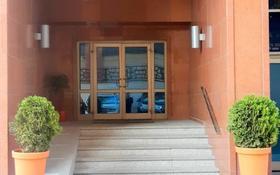 5-комнатная квартира, 200 м², 14/15 этаж помесячно, Самал 22 за 800 000 〒 в Алматы, Медеуский р-н