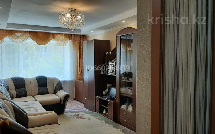 2-комнатная квартира, 47 м², 21-й мкр за 8.5 млн 〒 в Караганде, Октябрьский р-н