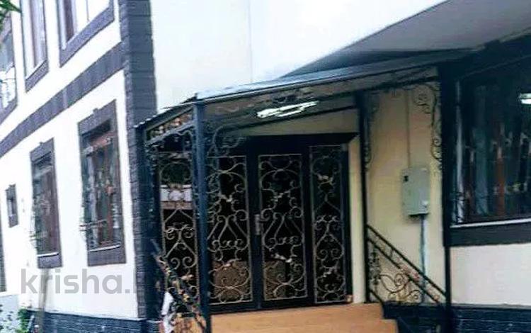 8-комнатный дом, 490 м², 10 сот., мкр Атырау 63 за 120 млн 〒 в Алматы, Медеуский р-н