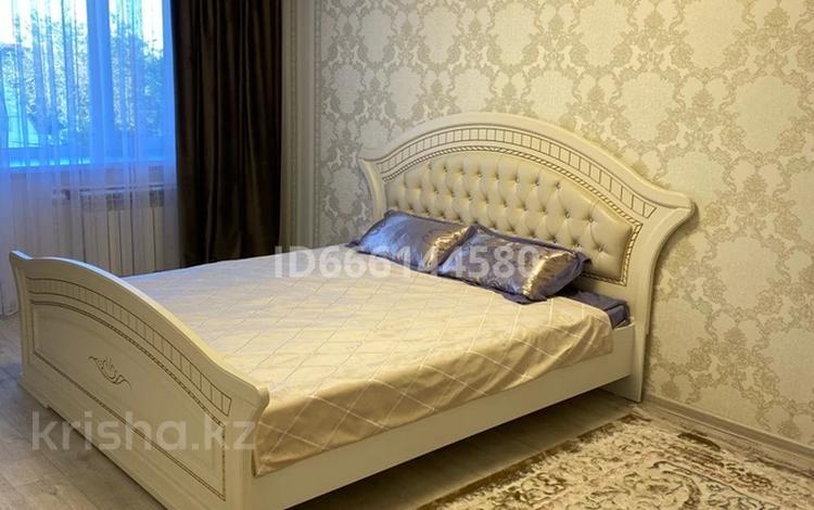 1-комнатная квартира, 40 м², 3/9 этаж посуточно, Назарбаева 157 — Желтоксан за 10 000 〒 в Талдыкоргане