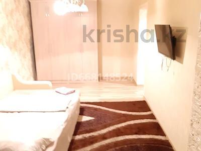 1-комнатная квартира, 40 м², 3/4 этаж посуточно, Тауке хана 61 — Адырбекова за 7 000 〒 в Шымкенте, Аль-Фарабийский р-н