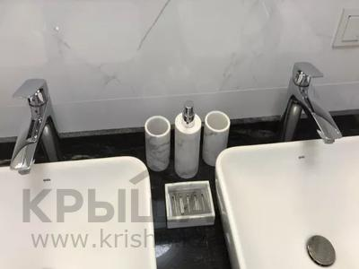 3-комнатная квартира, 130 м², 7/8 этаж, Ханов Керея и Жанибека за 62 млн 〒 в Нур-Султане (Астана), Есиль р-н — фото 18