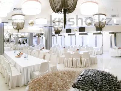 Здание, площадью 1150 м², мкр Кадыра Мырза-Али, Кунаева за 235 млн 〒 в Уральске, мкр Кадыра Мырза-Али