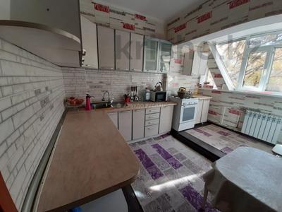 3-комнатная квартира, 56 м², 2/9 этаж помесячно, мкр Аксай-3, Мкр Аксай-3 8 — Момышулы за 150 000 〒 в Алматы, Ауэзовский р-н