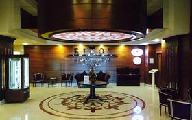 4-комнатная квартира, 160 м², 14/25 этаж помесячно, проспект Туран 37/9 — Сыганак за 1.2 млн 〒 в Нур-Султане (Астана), Есиль р-н