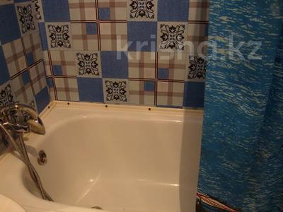 1-комнатная квартира, 33 м², 1/5 этаж посуточно, Ауэзова 42 за 4 500 〒 в Семее — фото 9