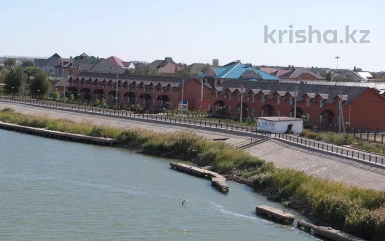4-комнатный дом помесячно, 165 м², 3 сот., Ак шагала 10 за 800 000 〒 в Атырау