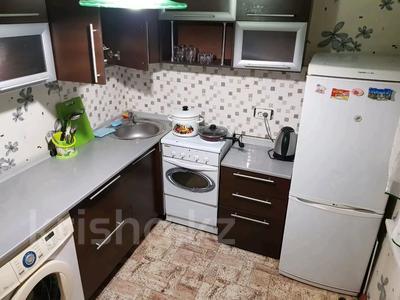 1-комнатная квартира, 35 м², 2/5 этаж посуточно, Питерских Коммунаров 17 за 5 000 〒 в Усть-Каменогорске — фото 2