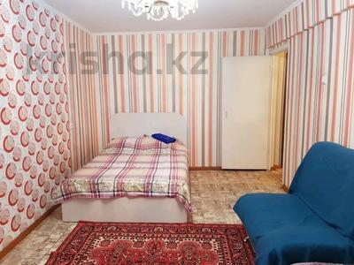 1-комнатная квартира, 35 м², 2/5 этаж посуточно, Питерских Коммунаров 17 за 5 000 〒 в Усть-Каменогорске — фото 4