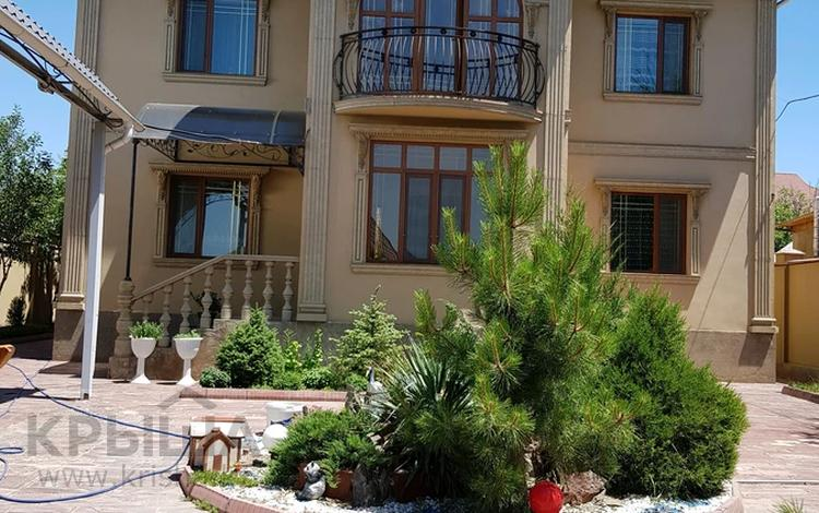 6-комнатный дом, 400 м², 7 сот., Клубная 30а за 95 млн 〒 в Таразе