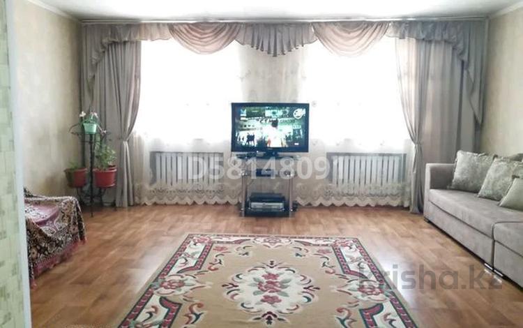 5-комнатный дом, 126 м², 7 сот., Район Москва 25 — Иманова за 14 млн 〒 в Актобе, мкр 11
