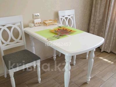 1-комнатная квартира, 52 м², 3/9 этаж по часам, Камзина 41/1 за 1 000 〒 в Павлодаре — фото 6