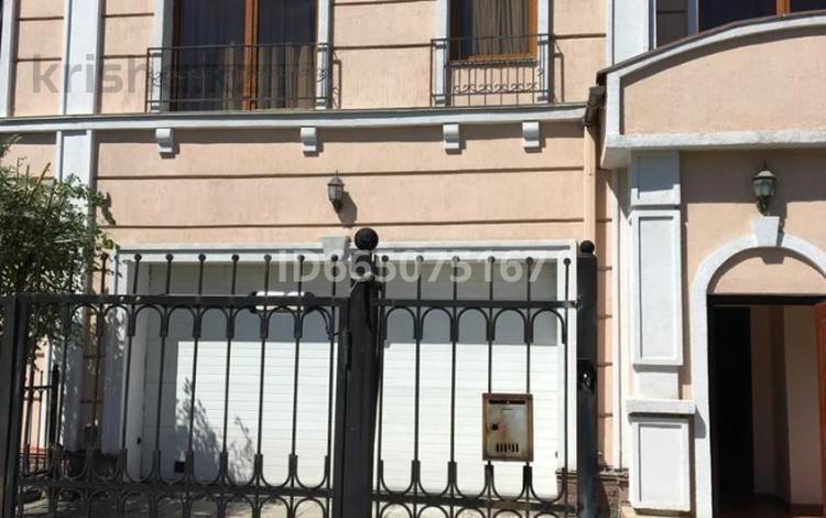 6-комнатный дом помесячно, 360 м², 7 сот., мкр Мирас 166 за 1 млн 〒 в Алматы, Бостандыкский р-н