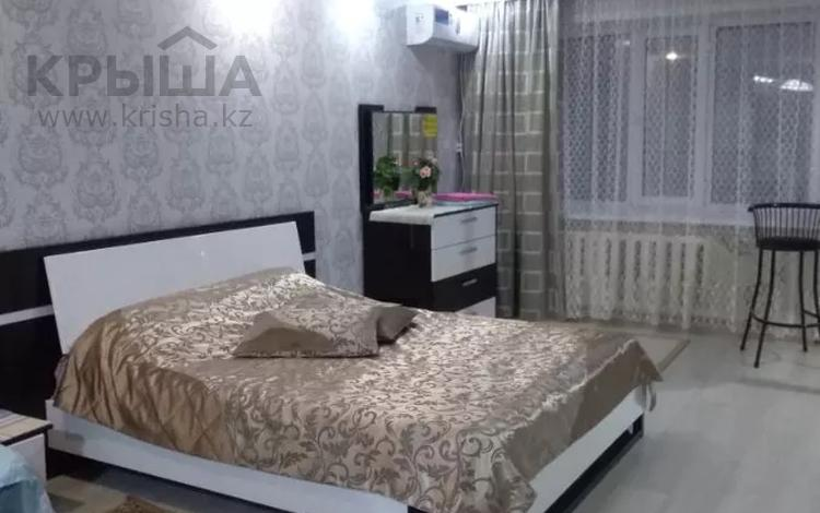 1-комнатная квартира, 37 м², 1/9 этаж посуточно, Чокана Валиханова 145 — Мангелик. Ел. за 8 000 〒 в Семее