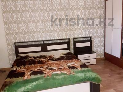 1-комнатная квартира, 50 м², 9/12 этаж посуточно, Сауран 3/1 — Сыганак за 10 000 〒 в Нур-Султане (Астане), Есильский р-н