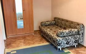 1-комнатная квартира, 31 м², 3/5 этаж помесячно, Язев көшесі 17 — проспект Строителей за 80 000 〒 в Караганде, Казыбек би р-н