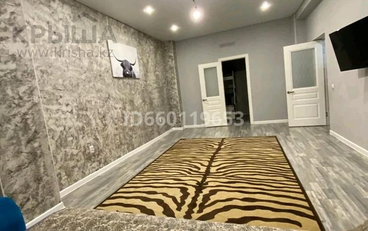 2-комнатная квартира, 60 м², 8/9 этаж, 17-й мкр 46 за 12.5 млн 〒 в Актау, 17-й мкр