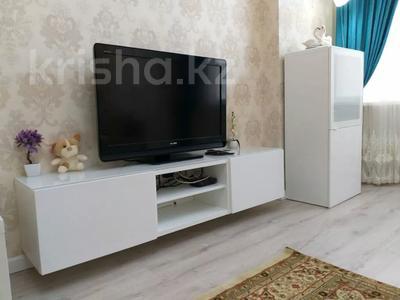 1-комнатная квартира, 50 м², 2/9 этаж посуточно, Сатпаева 2 Г за 10 000 〒 в Атырау