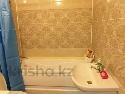 1-комнатная квартира, 50 м², 2/9 этаж посуточно, Сатпаева 2 Г за 10 000 〒 в Атырау — фото 8